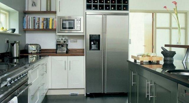 Anche con i frigoriferi si pu risparmiare scegliere un - Cucine con frigo esterno ...