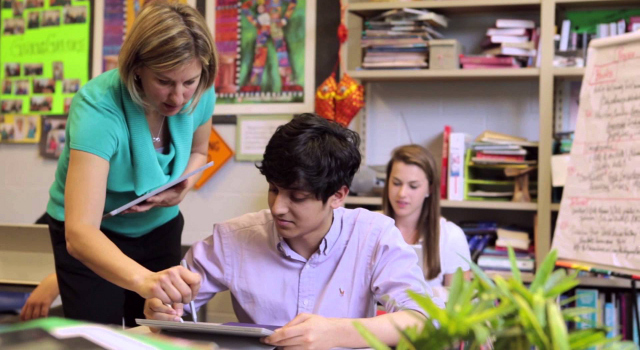 Dispositivi 2 in 1 di Intel: i benefici per l'istruzione