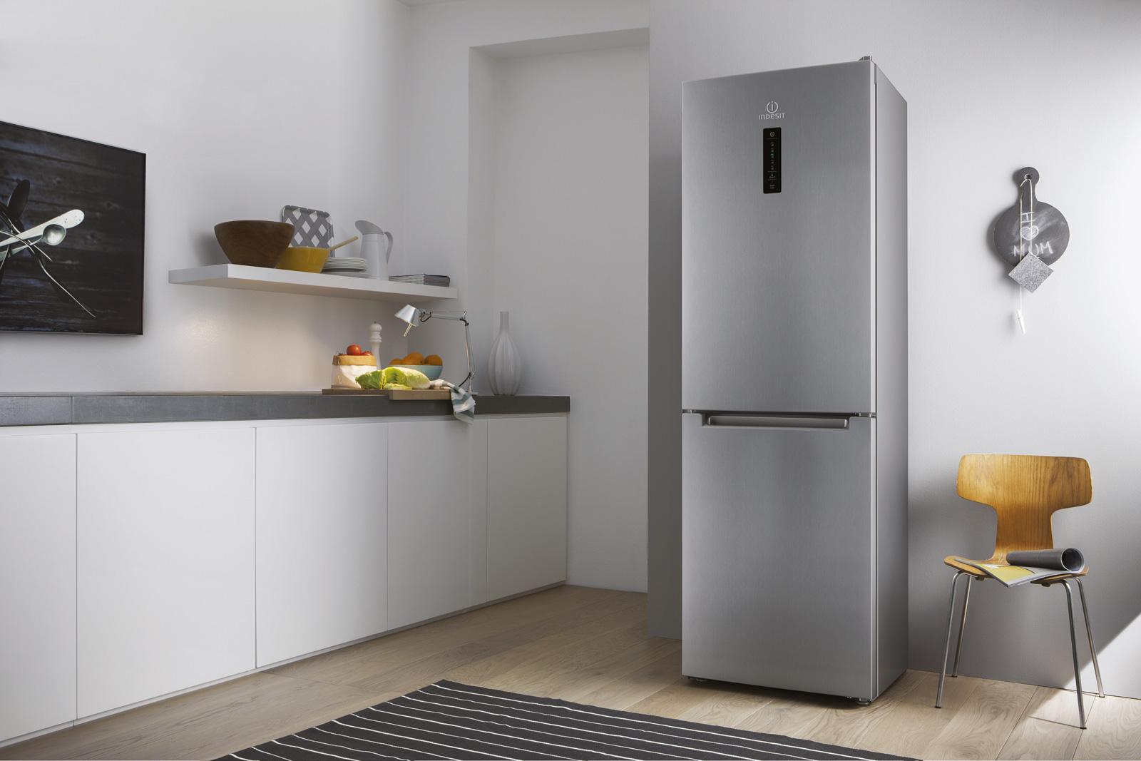 cucine con frigo esterno ih73 pineglen. Black Bedroom Furniture Sets. Home Design Ideas