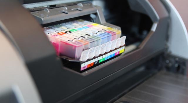 Toner e cartucce di inchiostro per stampanti: meglio originali o compatibili?