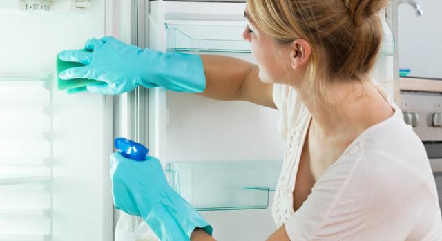 Come pulire il frigo in modo naturale: tutti i segreti