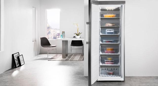 Congelatore a pozzetto o verticale: differenza e caratteristiche