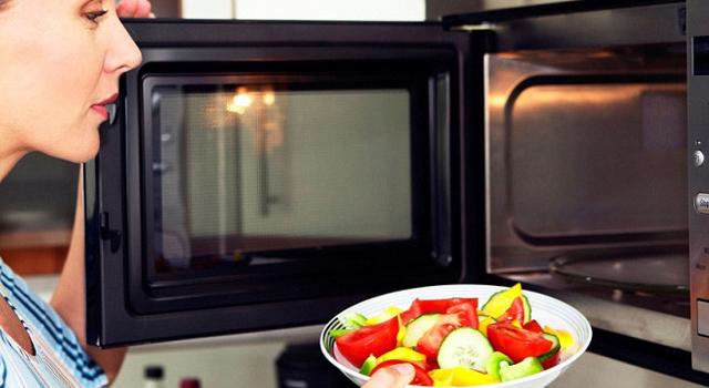 Come cucinare al vapore con il microonde