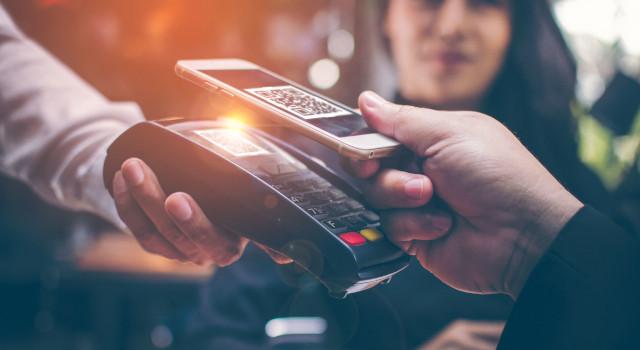 Pagare con lo smartphone, sempre più facile e veloce