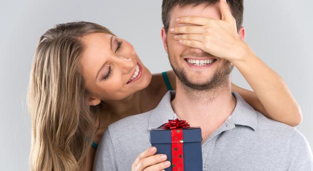 Regali San Valentino per lui 2021: cosa regalare per la festa degli innamorati