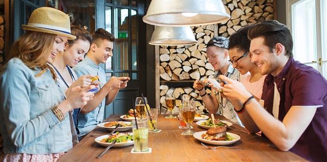 Smartphone e social network causano davvero dipendenza monclick - Food network ricette a tavola con guy ...
