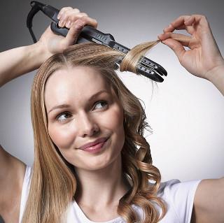 Come usare la piastra per capelli mossi