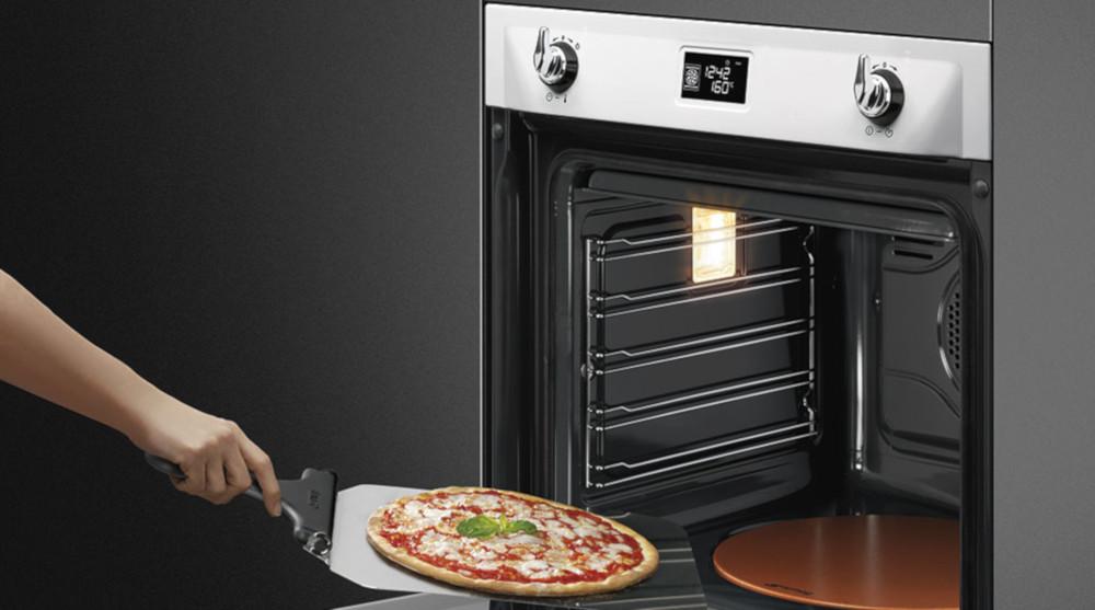 Forno pizza: con Smeg la vera pizza a casa tua - Monclick
