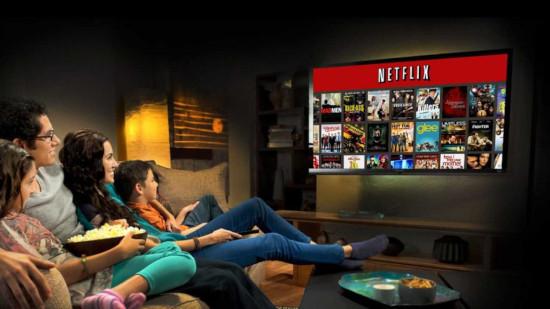 migliori app per smart tv, famiglia guarda Netflix