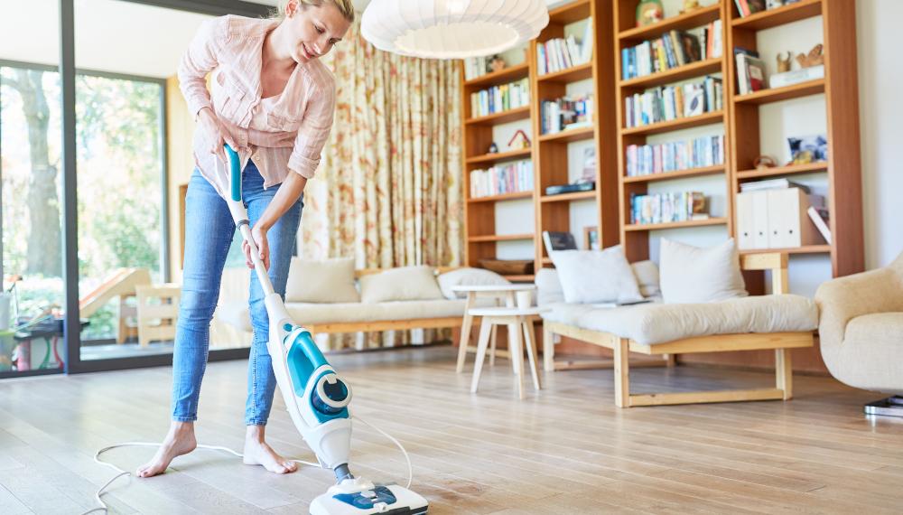 Igienizzare i pavimenti con il pulitore a vapore