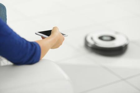 controllare il robot aspirapolvere da smartphone via app